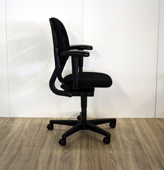 Ahrend 220 Bureaustoel Zwart.Ahrend 220 Bureaustoel Nieuw Gestoffeerd
