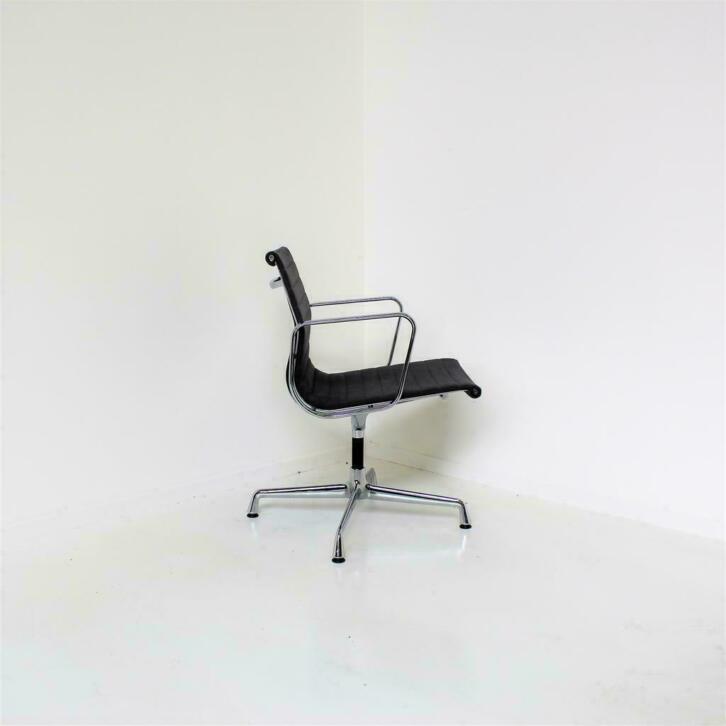 Vitra Design Stoelen.Vitra Eames Ea 108 Vergaderstoelen Design Stoelen Hopsak Rm